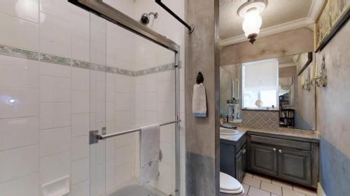 3J5BPkUWe9T - Bathroom 2