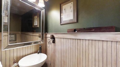3J5BPkUWe9T - Half Bath