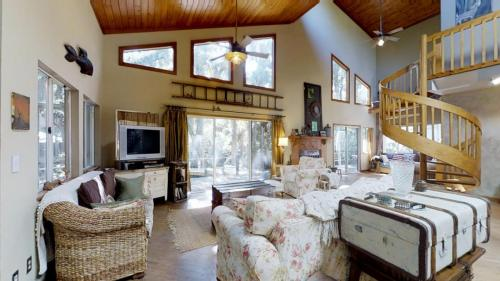 3J5BPkUWe9T - Livingroom