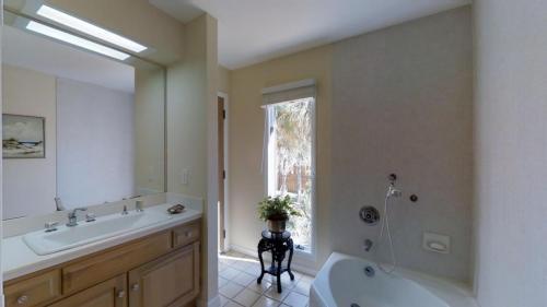 cvwMejUDCdF - Bathroom 2